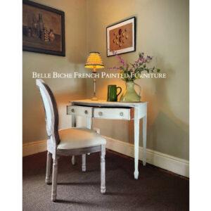 George III Serpentine Side Table chair